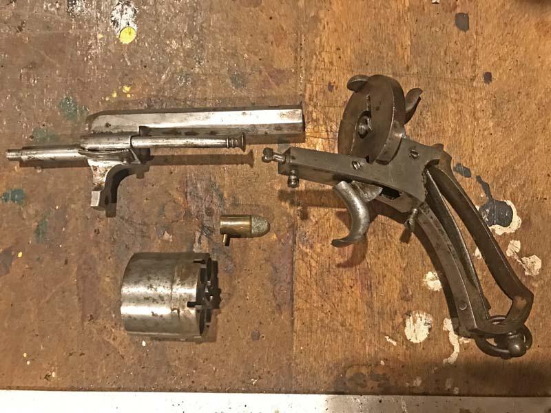 Restauration Revolver à Broche 9,70 mm Lefaucheux KIfmXJlzZW3_Restauration-Revolver-Lefaucheux-1-800x600
