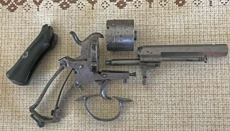 Restauration Revolver à Broche 9,70 mm Lefaucheux KIgjCAGBRD3_Revolver-Lefaucheux-fin-remise-en-%C3%A9tat-1-800x456