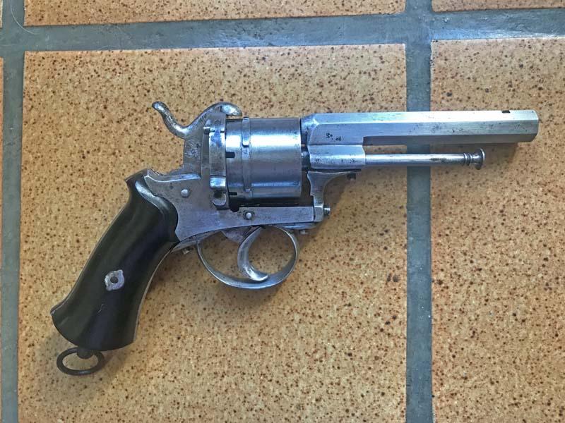 Restauration Revolver à Broche 9,70 mm Lefaucheux KIgjEEKVRa3_Revolver-Lefaucheux-fin-remise-en-%C3%A9tat-4-800x600