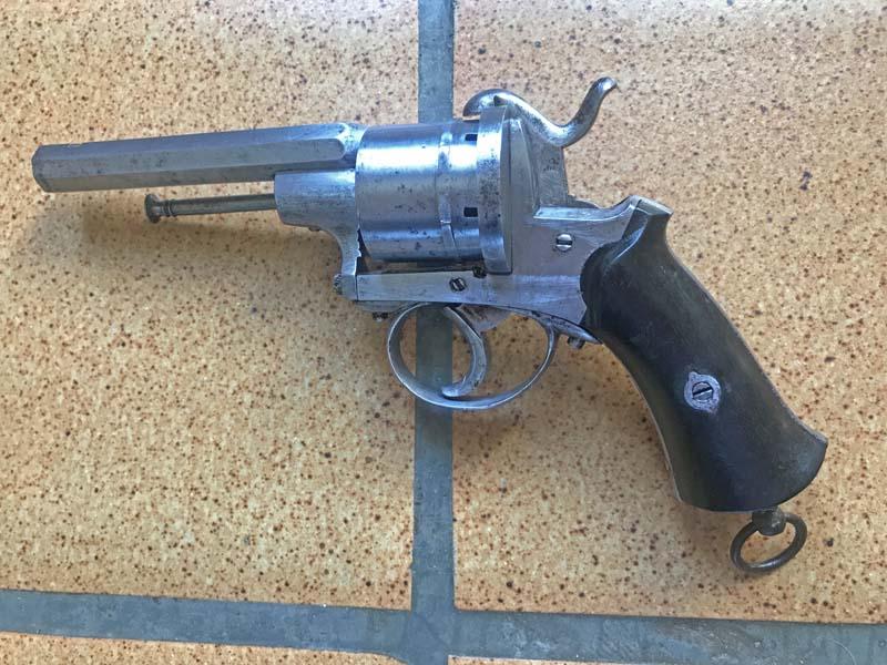 Restauration Revolver à Broche 9,70 mm Lefaucheux KIgjF1Isi13_Revolver-Lefaucheux-fin-remise-en-%C3%A9tat-6-800x600