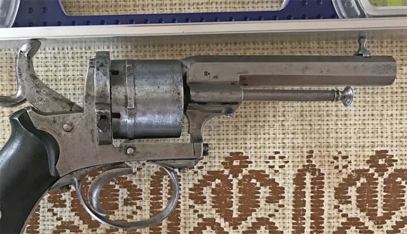 Restauration Revolver à Broche 9,70 mm Lefaucheux KIijPElxlH3_Prise-de-vis%C3%A9e-1-800x460